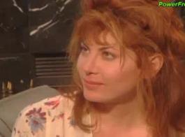أحمر الشعر مثير جبهة تحرير مورو الإسلامية الحصول على بوسها انتهى من قبل ديك أسود
