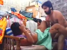 الحلو الهندي مارس الجنس على الأريكة