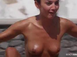 امرأة سمراء أوروبية مثيرة في الكعب العالي تمارس الجنس مع رجل أقرن التقت به للتو