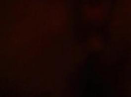 جبهة مورو السمين تجريد وفرك لها الثدي في الهواء الطلق