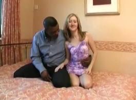 مبتدئة ثرية تجلس على وجه صديقها الجديد في الحمام ، بينما تجبره على ذلك