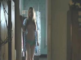 شقراء ناضجة ، تحب صوفي ريس أن تمارس الجنس مع جارتها المتزوجة كثيرًا ، كل ثانية من اليوم