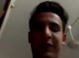 شاب عربي ينيك عمته بالفندق