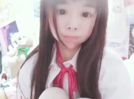 لطيف الآسيوية في سن المراهقة متع نفسها معها استمناء