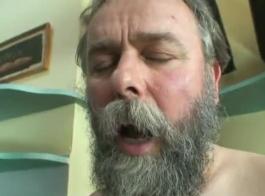 سكس كس عجوز مشعر ضيق