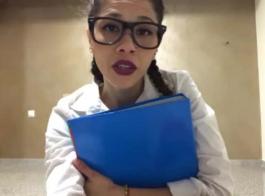 في سن المراهقة بصورة عاهرة ، تحب فيرونيكا رودريغيز ممارسة الجنس اللطيف المشبع بالبخار بينما يكون والديها خارج المدينة