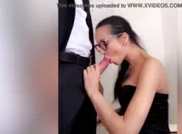 وجدت بيت رجل يريد أن يمارس الجنس مع مؤخرتها ، لأن مؤخرتها الضيقة تحتاج إلى بعض الحب