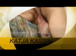 كاتيا كاسين في سن المراهقة لطيف يتم حفرها من الخلف