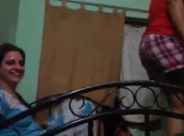 صور سكس بنات فوق السرير على شق