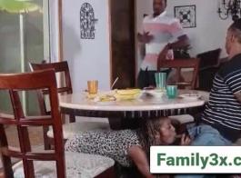 الفتيات اللاتينيات ، مايا أنجل ، جويل وأنجيلا جنكس يمارسون الجنس في هالي في مواقف مختلفة