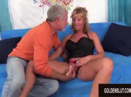 امرأة شقراء ناضجة مع كبير الثدي ، حصلت أنيتا مارس الجنس من حين لآخر ، حتى جاءت