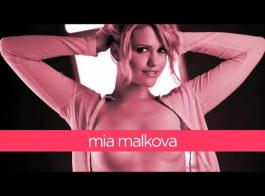 ميا مالكوفا تمارس الجنس أمام الكاميرا مجانًا ، لأنها بحاجة إلى المال