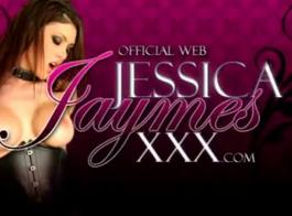 تمتلئ جميلة جيسيكا جايمز بقضيب كبير حتى تبدأ في الشكوى من المتعة