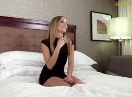 فتاة جميلة التشيكية مع كس حلق تماما تلعب مع شق لها والحصول على مارس الجنس