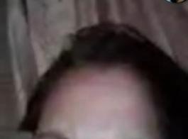 فيديو اب يلحس كس بنته