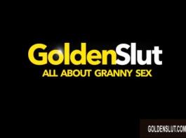 امرأة شقراء ناضجة ، جوليا آن ترتدي جوارب سوداء مثيرة ويتم خبطها حتى تقوم بممارسة الجنس