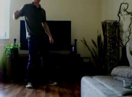 رقص سكس منزلى مسخرة على الفيس بوك