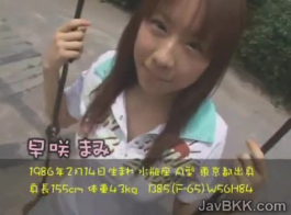 تلميذة يابانية صغيرة تمارس الجنس المشبع بالبخار مع رجل ثري ، بدلاً من مجرد دروس