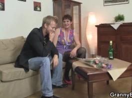 الجدة جبهة مورو تستخدم قدميها لإيقاع زوجها