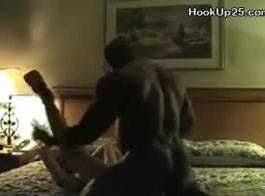 جبهة مورو ذات بشرة شاحبة تستمتع مع عبدها الجنسي الجديد ، بدلاً من حلق بوسها