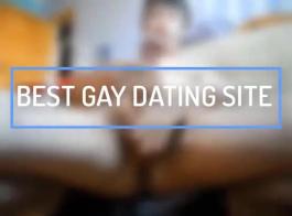 رجل مثلي الجنس هاو يركب قضيبه الكبير على الأريكة