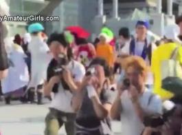 يلعب الأطفال اليابانيون المشاغبون مع بعضهم البعض كس بينما لا يوجد أي شخص آخر