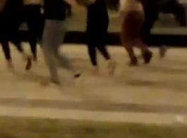 سايا 7 تؤدي دورها أمام الكاميرا بعد أن قصفت كسها المشعر بشدة