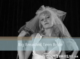يحصل مسمر في سن المراهقة غريب مع كس صالح للزواج الأرجواني