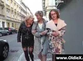 الجدات القديمة مثلي الجنس في سن المراهقة الجنس