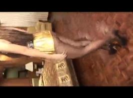 زنبق التايلاندية فرخ يسر في كس مارس الجنس