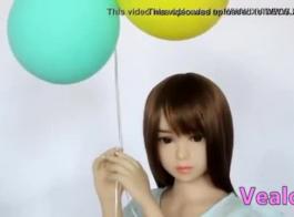 مثير فتاة آسيوية يحصل لها ضيق الحمار مارس الجنس