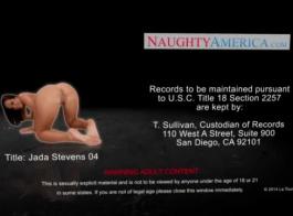 بريتني ستيفنز مفلس تتعمق في أعماق بطل لعبة الجنس