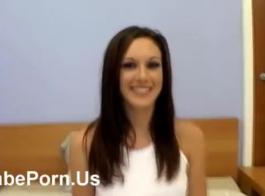 فتاة مثيرة في فستان أحمر ، 18 ، والحصول على مارس الجنس من الصعب في الحمار ، كبير. ليندل