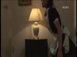 مص ثدي الخادمه اليابانية واجبارها المص متاح