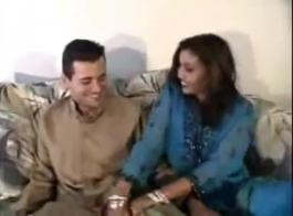 زوجة هندية الحصول على سيئة مع ثلاثة رجال الساخنة في وقت واحد