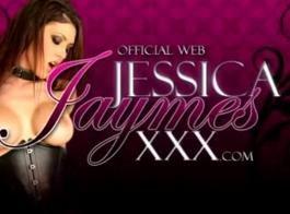 جيسيكا جايمس تأخذ اثنين من قضبان في المؤخرة والوجه ضخمة