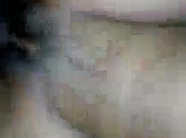 أحمر الشعر الكلبة المهيمنة الملاعين لها الرقيق في الحمار مع دسار وقضيب جلدي