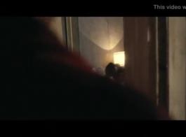 رايلي ستيوارت يرضي اثنين من الديكة في وقت واحد