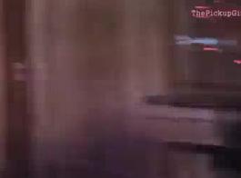 رجل عشوائي يشاهد مقاطع فيديو لأمي وزوجة أبي