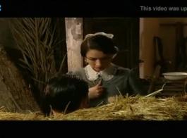 ينتشر كريستينا واحصل على ديك سميكة عاشقها الشاب، بينما الركوع أمامه