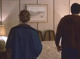 يتمتع جنيفر كل ثانية بينما ينتقل شريكها بوسها الناعم مع دسار