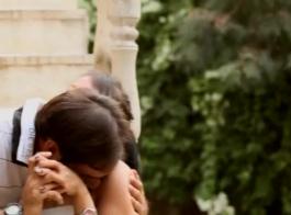 فتاة رومانسية مع كس حلق تماما، هانا هيز يحب أن تمتص عصا اللحوم الضخمة