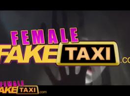 الإناث وهمية تاكسي سلس أسفل الحمل وضع عميق في الداخل