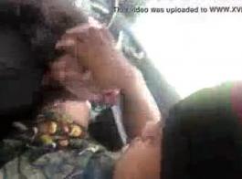 فاتنة في سيارة مارس الجنس المتشددين
