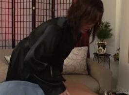 سوزان روز هو امرأة سمراء ناضجة مع شعر مظلم يحب أن ينتشر واحصل على مارس الجنس