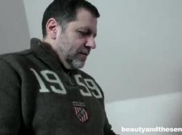 امرأة سمراء رائعتين مع الثدي الصغيرة، حصلت رايلي ريد مارس الجنس وكريمت بينما كانت مرتبطة