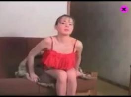 امرأة سمراء الجمال الروسي يقوم بخدمتها