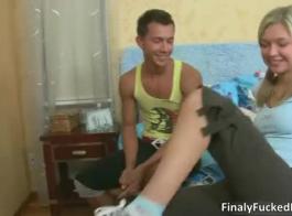 الشباب شقراء في سن المراهقة المتشددين الوقت بعد حزب بوف قصفت أسفل