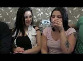 أصدقاء سابقون يمارسون الجنس مقابل المال