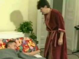 الجدة تحصل على الديك في بوسها السمين ، وينتهي الأمر مع نائب الرئيس على الوجه